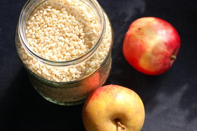 ryż okrągły pełnoziarnisty i jabłka