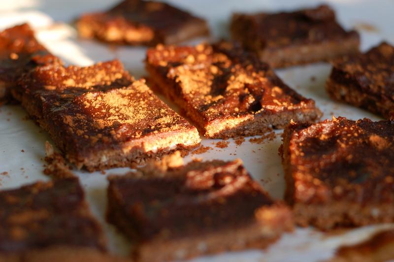korzenny daktylowo-czekoladowy placek