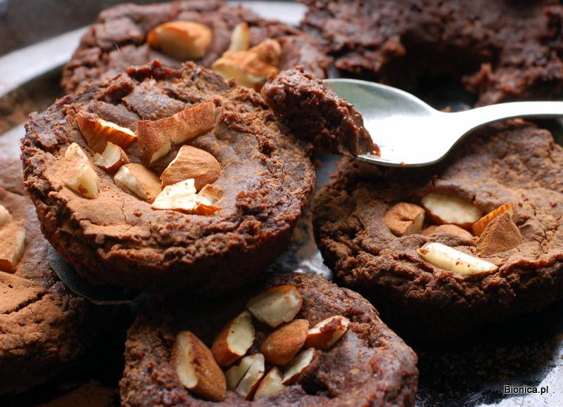 wilgotne muffiny (babeczki) czekoladowe z czarnej fasoli