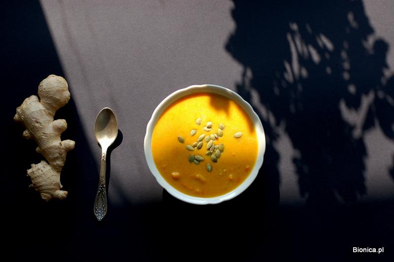 egzotyczna zupa dyniowa z mleczkiem kokosowym