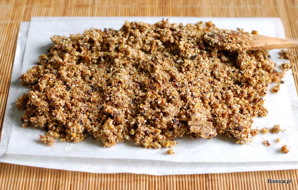 batony z płatków quinoa z bakaliami