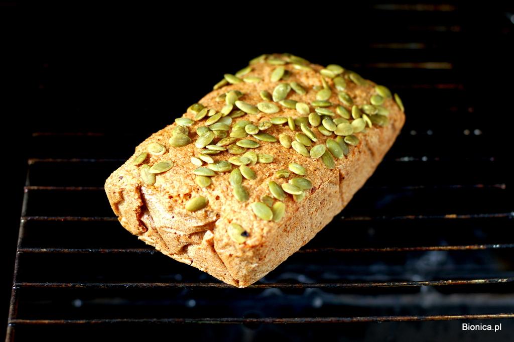 chleb z kaszy jaglanej, quinoa i pestek dyni