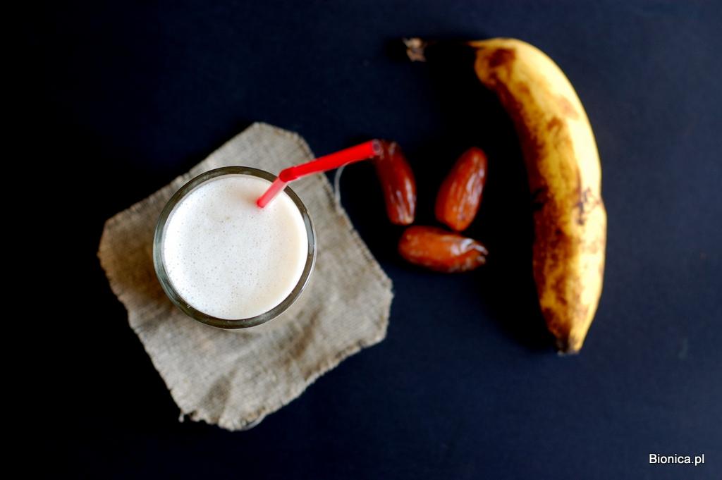 koktajl bananowo-daktylowy