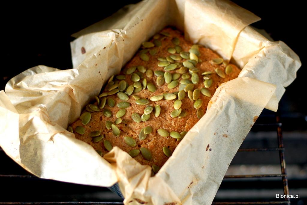 chleb bezglutenowy z komosy ryżowej i prosa