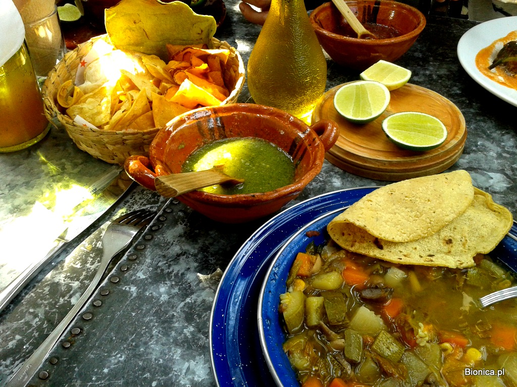 Tortillas, sosy pikantne, limonki, zupa z fasoli to podstawa kuchni meksykańskiej