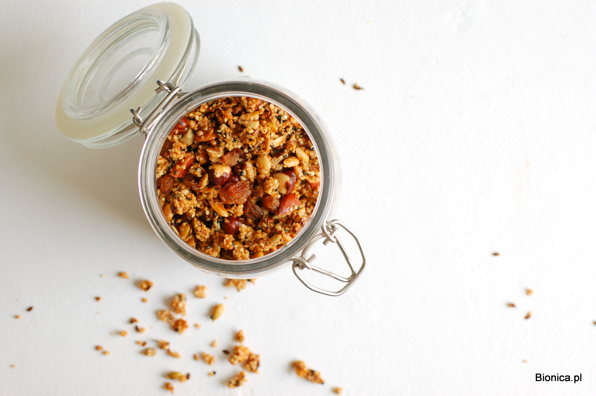 granola z płatkami quinoa