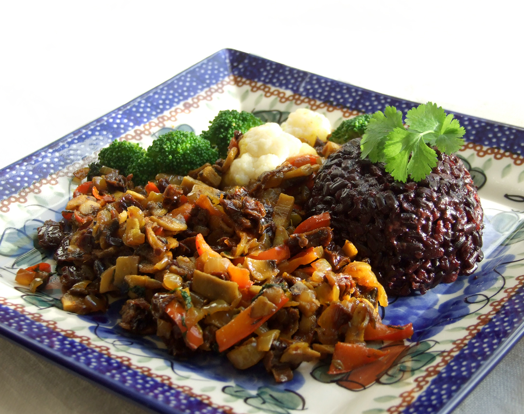 ryz czarny z warzywami